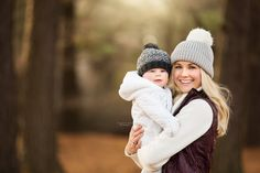 Winter Baby Pictures, Mommy And Baby Pictures, Newborn Family Pictures, Winter Family Photos, Family Photos With Baby, Baby Christmas Photos, Fall Photos, Winter Newborn Photography, Outdoor Baby Photography