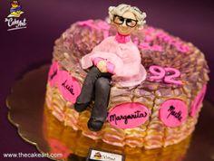 ¡Claro que podemos colocar un topper 3D sobre tu delicioso pastel de buttercream!  Te esperamos en The Cake Art, a la derecha de NIFU NIFA. Primer nivel de #Metrópolis, #Tegucigalpa.  www.thecakeart.com | Teléfonos 2263-CAKE (2253) y 3177-6929 | coti@thecakeart.com