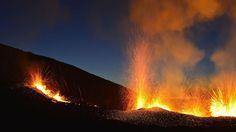 ALERTE. Ce lundi 24 août, la préfecture de l'île de La Réunion a annoncé l'entrée en éruption du Piton de la Fournaise, pour la quatrième fois depuis le début de l'année. Selon les autorités, «l'accès du public à l'enclos Fouqué, que ce soit depuis le sentier du Pas de Bellecombe ou depuis tout autre sentier ainsi que le poser d'hélicoptère dans la zone du volcan demeurent strictement interdits jusqu'à nouvel avis».