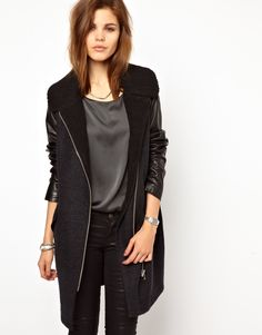 $573.78 Coat by 2nd Day - Made from a lightweight wool blend. - Shearling collar. - Leather sleeves. - Asymmetric zip fastening. - Waist pockets. - Regular fit.