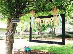 cornice photo booth matrimonio Photo Booth Picture Frames, Diy Photo Booth, Wedding Picture Frames, Hanging Picture Frames, Hanging Photos, Wedding Photo Booth, Graduation Picture Frames, Graduation Pictures, Graduation Party Foods
