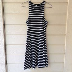 Women's Old Navy XS flowy striped dress Women's supper cute striped flowy dress, size XS. Worn once, has no damage. In great condition. Old Navy Dresses Mini