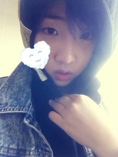 2NE1′s Minzy sends a greeting to YG fans