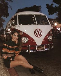 Here's a picture of me wearing my glasses & pretending to be the owner of this awesome kombi // 🤓🚌 . Volkswagon Van, Volkswagen Minibus, Vw T1, Volkswagen Transporter, Vw Passat, Combi T1, Bus Girl, Vw Vintage, Vintage Stuff