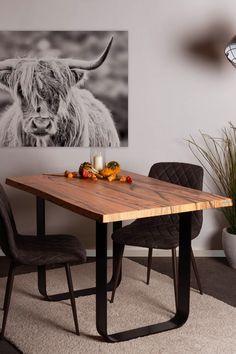 Ein edler Olivenholztisch? Das gibt es so nur bei SUN WOOD! Für unseren Designtisch //OLIVE 102 vereinen wir massives Holz aus heimischer Forstwirtschaft mit dem ausdrucksstarken Design von mediterranem Olivenholz. Mit seinen freundlichen, sanften Brauntönen verbreitet er ein edles Ambiente. Furniture Plans, Wood Furniture, Design Tisch, Working Area, Wood Design, Woodworking Projects, Dining Table, Wood Tables, Stylish