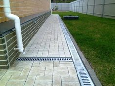 Patio Yard Ideas, Backyard Patio Designs, Outside Flooring, Backyard Drainage, Brick Construction, Sunroom Decorating, Concrete Driveways, Yard Care, Vegetable Garden Design