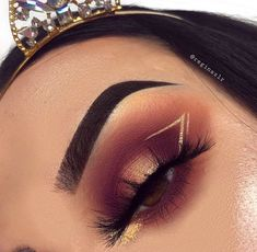 Werbung / Ich kann nur über diesen Look sagen – MAKE UP, You can collect images you discovered organize them, add your own ideas to your collections and share with other people. Makeup Eye Looks, Cute Makeup, Gorgeous Makeup, Pretty Makeup, Skin Makeup, Eyeshadow Makeup, Eyeliner, Liquid Eyeshadow, Glitter Eyeshadow