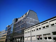 Moderne Gewerbebauten mit grauen Fassaden im Hafenweg in Münster in Westfalen im Münsterland
