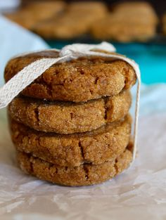 These Vegan Pumpkin Ginger Molasses Cookies are soft, packed with pumpkin flavorful, and lightened up with whole wheat flour and coconut oil! Vegan Dessert Recipes, Cookie Recipes, Whole Food Recipes, Patisserie Vegan, Biscuits, Ginger Molasses Cookies, Pumpkin Spice Syrup, Vegan Treats, Vegan Baking