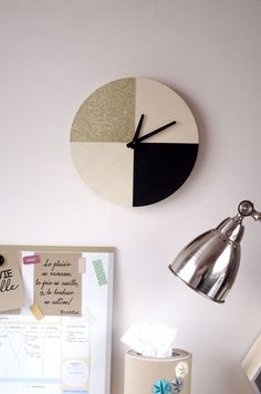{DIY} Il est pile-poil l'OR sur mon horloge - Une horloge peinte en parti en Noir et en paillette OR