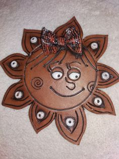 Sluníčko Ceramics Ideas, Recycled Materials, Clay Art, Recycling, Angeles, Pottery, Mud, Pendants, Pottery Ideas