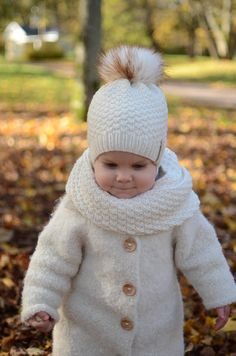 Baby Girl Hats, Girl With Hat, Knitting Paterns, Baby Knitting, Boys Winter Hats, Fur Pom Pom Hat, White Fur, Lana, Merino Wool