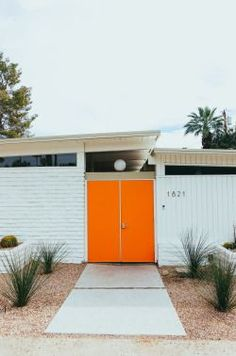 The best things to do in Palm Springs, California. The ultimate hipster city guide to Palm Springs full of the best places to eat, drink and shop, plus where to stay in Palm Springs! Mid-century Modern, Modern Design, Modern Ranch, Modern Houses, Danish Modern, Design Design, Design Ideas, Contemporary, Palm Springs Mid Century Modern