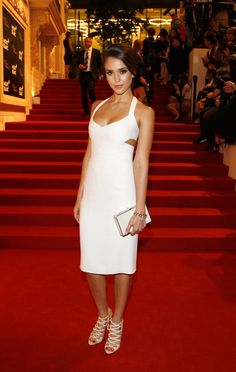 Jessica Alba in all white looking so chic!