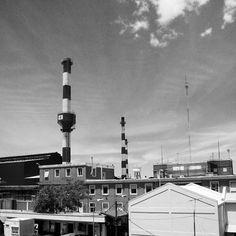 Industria nacional con nombre francés #Rigolleau #Berazategui #factories #usines #fabricas #chimneys #cheminées #blackandwhite #B&W #sky #ciel #cielo #clouds #nubes #nuages #structures #architecture...