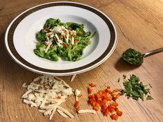 ZoodlePrep: Zucchininudeln mit Rucolapesto