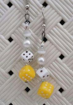 #orecchini #orecchino #faidate #handmade #perline #perlina #gioie #pendenti #pendente #gioiello #gioielli #monachelle #monachella #bianco #white #dado #dadi #giallo #yellow