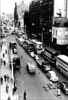 Traffic on Northumberland Street in Newcastle July 1956