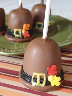 Pilgrim Hat Cake Pops for Thanksgiving by Cake Pop lady, via Flickr