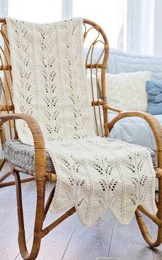 Neulottu keinutuolin matto Novita Isoveli | Novita knits