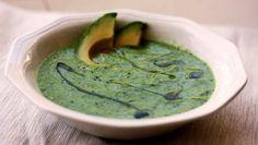 Ein tolles leichtes Mittagessen: Die grüne Gazpacho. ✓ glutenfrei ✓ laktosefrei ✓ AIP freundlich ✓ mit Avocado und Gurken ➤ gesund low carb genießen, Paleo, vegetarisch