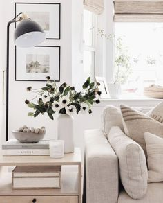 Home Living Room, Living Room Decor, Living Spaces, Interior And Exterior, Interior Design, Spring Home Decor, Living Room Inspiration, Sweet Home, Palette