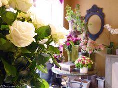 Flower shops in Paris Paris Shopping, Flower Shops, Table Decorations, Flowers, Plants, Photography, Home Decor, Photograph, Decoration Home