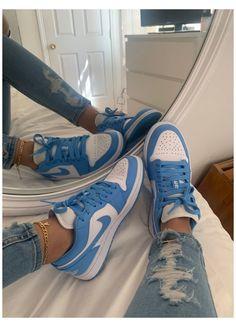 Dr Shoes, Swag Shoes, Cute Nike Shoes, Nike Air Shoes, Hype Shoes, Neon Shoes, Jordan Shoes Girls, Girls Shoes, Jordan Sneakers