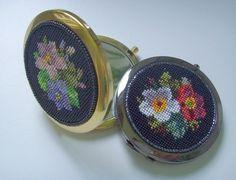 Зеркальце с цветами - чёрный,цветочный,Вышивка бисером,бисер,зеркальце карманное