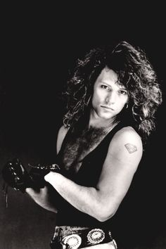 Glam on the Rocks Jon Bon Jovi, Bon Jovi 80s, 80s Rock Bands, 80s Hair Bands, Cool Bands, Pretty Men, Beautiful Men, Bon Jovi Always, Shaggy Long Hair