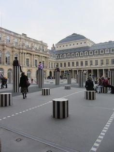 Colonnes de Buren - cour d'honneur du Palais Royal - Paris