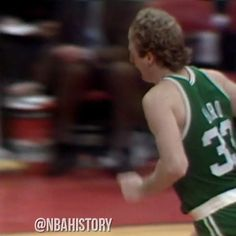31 years ago today, Larry Bird scored 10 of his 21 field goals with his left hand & finished with 47 points, 14 rebounds and 11 assists for the Boston Celtics! #LarryLegend