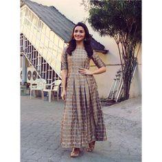 "1,932 Likes, 13 Comments - Ami Patel (@stylebyami) on Instagram: ""Adorable @aliaabhatt in @avni_bhuva  mojri @fizzygoblet #badrinathkidulhania"""