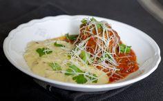 Sült húsgombóc pirított hagymás polentával | Fűszer és Lélek