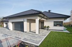 House Layout Plans, House Layouts, Style At Home, Modern Family House, Fence Design, Patio Design, Small House Floor Plans, 4 Bedroom House Plans, Backyard Garden Landscape