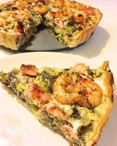 Savory pie with salmon, prawns and leeks - Pureed Food Recipes, Vegan Dinner Recipes, Fish Recipes, Snack Recipes, Healthy Recipes, Quiches, Easy Recipes For Beginners, Good Food, Yummy Food