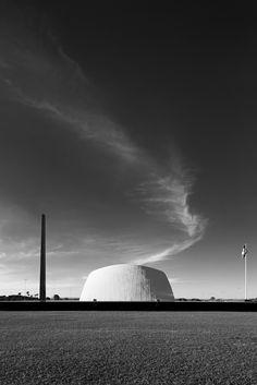 Oscar Niemeyer Through the Lens of Haruo Mikami,Army headquarters. Image © Haruo Mikami