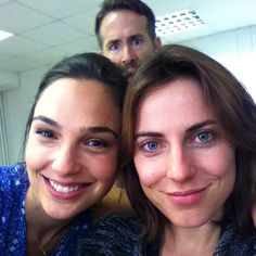 """いいね!17.3千件、コメント175件 ― Gal Gadotさん(@gal_gadot)のInstagramアカウント: 「On set of """"Criminal"""" Having fun with my friend Antje Traue... Look who popped in... #ryanraynolds…」"""