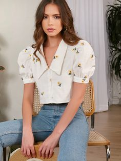 Classy Outfits, Casual Outfits, Cute Outfits, Fashion Outfits, Floral Blouse Outfit, Embroidered Blouse, Western Wear, Aesthetic Clothes, Blouse Designs
