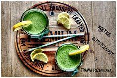 Zielone koktajle: pietruszka + cytryna + pomarańcza + banan + trawa pszeniczna + miód