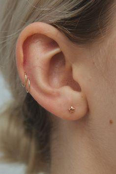 Trending Ear Piercing ideas for women. Ear Piercing Ideas and Piercing Unique Ear. Ear piercings can make you look totally different from the rest. Innenohr Piercing, Spiderbite Piercings, Double Cartilage Piercing, Ear Piercings Cartilage, Bar Stud Earrings, Gold Hoop Earrings, Crystal Earrings, Diamond Earrings, Gold Hoops