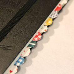マスキングテープを丸く切って両側から貼るだけ。 手軽に真似できるアイデア。 実用的でお気に入りの1冊になりそうですね♡