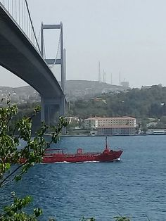 Bosphorus bridge. By Nzf.