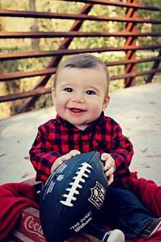 Baby Photography Football Ideas For 2019 Toddler Boy Pictures, Cute Baby Pictures, Newborn Pictures, Baby Photos, 6 Month Baby Picture Ideas Boy, Baby Ideas, Baby Announcement Shoes, Toddler Sports, Toddler Portraits