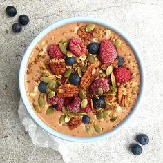 Super Breakfast!  ☕️ F1 Herbalfie Cappuccino  Latte di avena  Noci  Semi di Zucca + Mirtilli + Lamponi  S-P-A-Z-I-A-L-E
