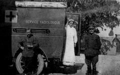 10 célebres cientistas com posicionamentos políticos surpreendentes! - Marie Curie numa das ambulâncias de radiologia, equipadas com aparelhos que ela desenvolveu e que salvaram muitas vidas na 1ª Guerra Mundial.