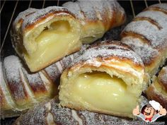 How to Make a Creamy Donut? We have prepared another delicious recipe. We make a cream muffin from pastry recipes. Our recipes, cake, donut recipes . Pastry Recipes, Cooking Recipes, Donut Recipes, Biscuits Graham, Breakfast Recipes, Dessert Recipes, Greek Desserts, Most Delicious Recipe, Sweet Pastries