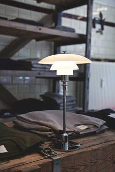 PH 3/2 stalinis šviestuvas. Dizainas Poul Henningsen. http://wefurn.com/lamps/ph-3/2-table-lamp-poul-henningsen-replica