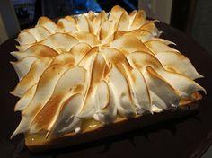 Croque en bouche ! Frosting, Biscuits, Food, Meringue, Cheesecakes, Sweet Recipes, Lemon Meringue Pie, Delicious Desserts, Kitchens