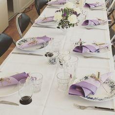Bordet til navngivningen fest syrenfarvet romantisk med et twist af metal